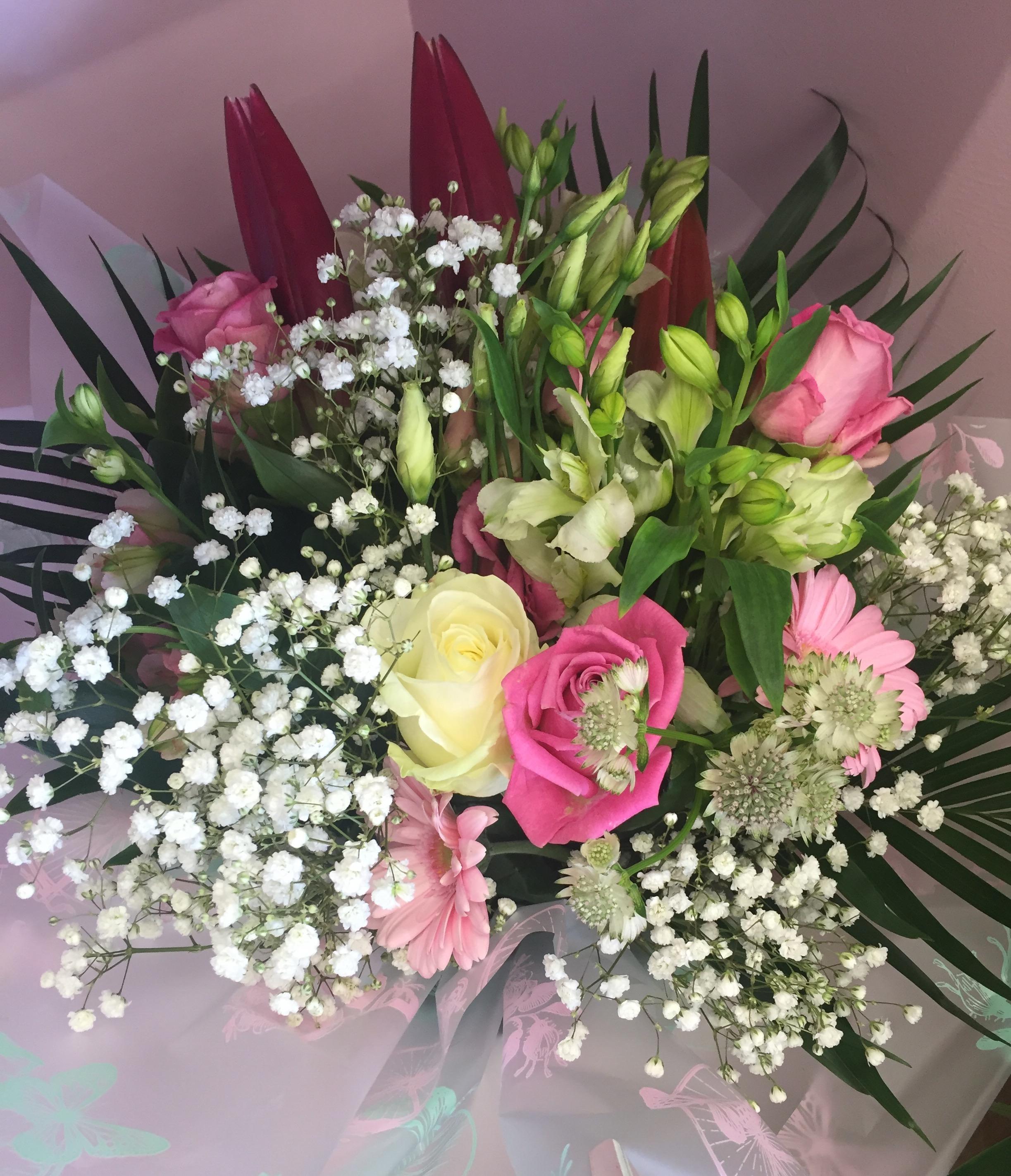 Pretty pink bouquet in water eileens pretty pink bouquet in water mightylinksfo